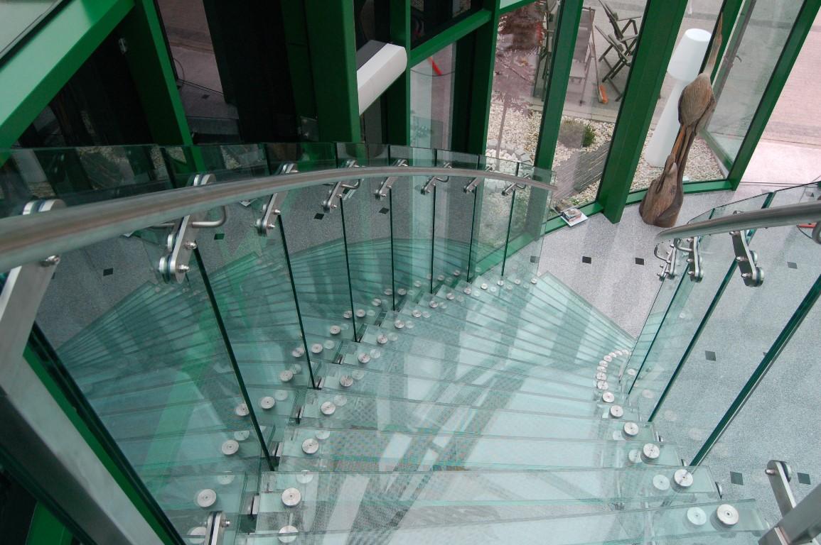 Nowoczesne schody ze szkła