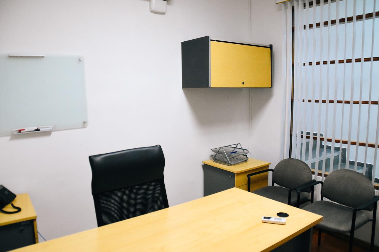 Na co należy zwrócić uwagę wynajmując biuro?